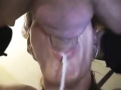 Brunette cougar sucks the dick until the ejaculation