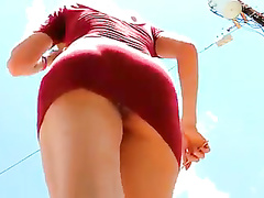 Bootylicious NYC girl upskirted on a sunny day